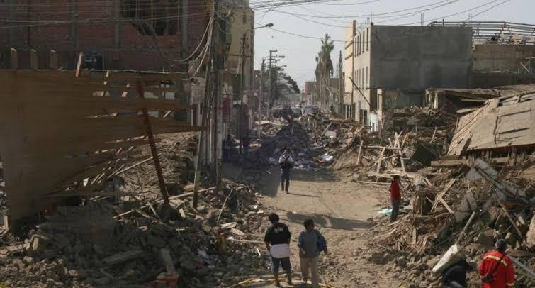 Calles despues del terremoto de Pisco Agosto 2007